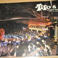 Coleccionismo de carteles: FOTOGRAFIA FOTO GRUPO AMIGOS. NIGHT CLUB TITO'S PALMA DE MALLORCA . 25/20 CM CARPETA. Lote 247204295