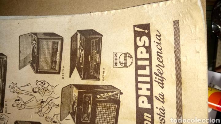 Coleccionismo de carteles: CARTEL DE CARTÓN DE RADIOS PHILIPS. AÑOS 50. - Foto 2 - 268182249