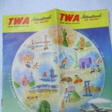 Coleccionismo de carteles: FOLLETO DE TWA 1952 CON 16 PÁGINAS EN COLOR CON TODAS LAS RUTAS DE LA ÉPOCA EN AVIONES Y BARCOS T W. Lote 273196748