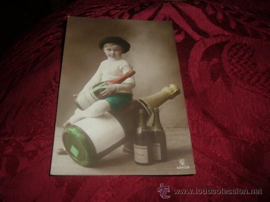TARJETA POSTAL NIÑO CON GRAN BOTELLA DE CAVA HENKELL TROCKEN (Coleccionismo - Botellas y Bebidas - Cava)