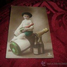 Coleccionismo de cava: TARJETA POSTAL NIÑO CON GRAN BOTELLA DE CAVA HENKELL TROCKEN. Lote 13361103
