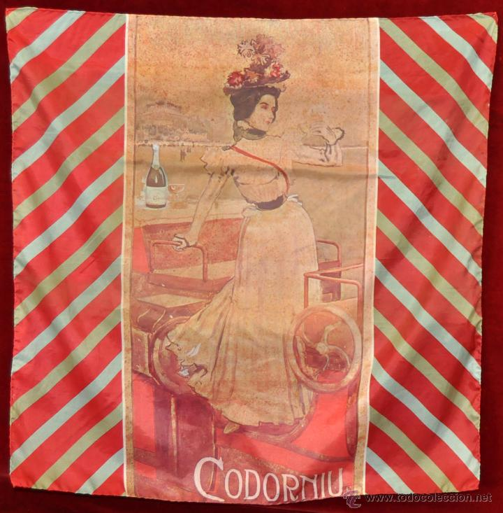 PAÑUELO EN SEDA CON PUBLICIDAD DE CODORNIU DE LOS AÑOS 60 (Coleccionismo - Botellas y Bebidas - Cava)