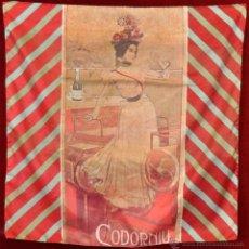 Coleccionismo de cava: PAÑUELO EN SEDA CON PUBLICIDAD DE CODORNIU DE LOS AÑOS 60. Lote 53057956