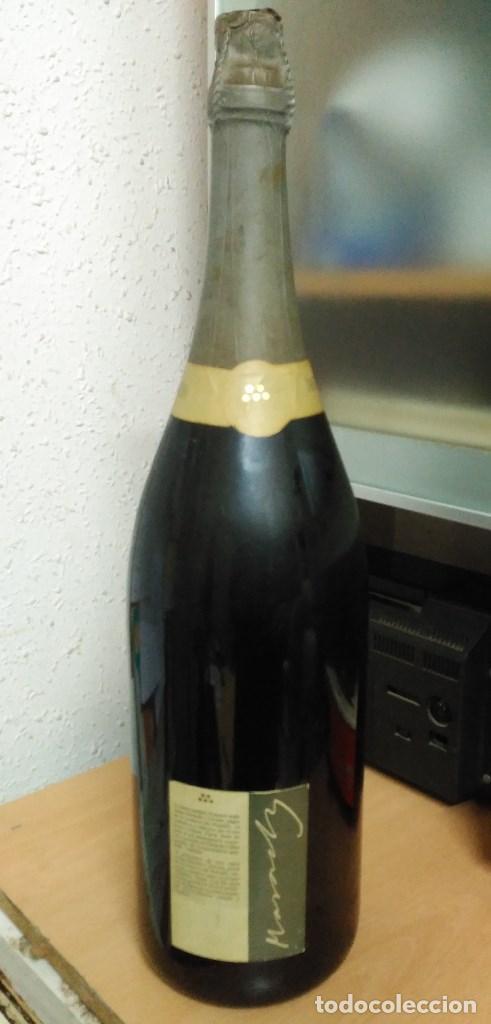 Coleccionismo de cava: Botella muy grande de cava Josep Masachs - Foto 2 - 101679123