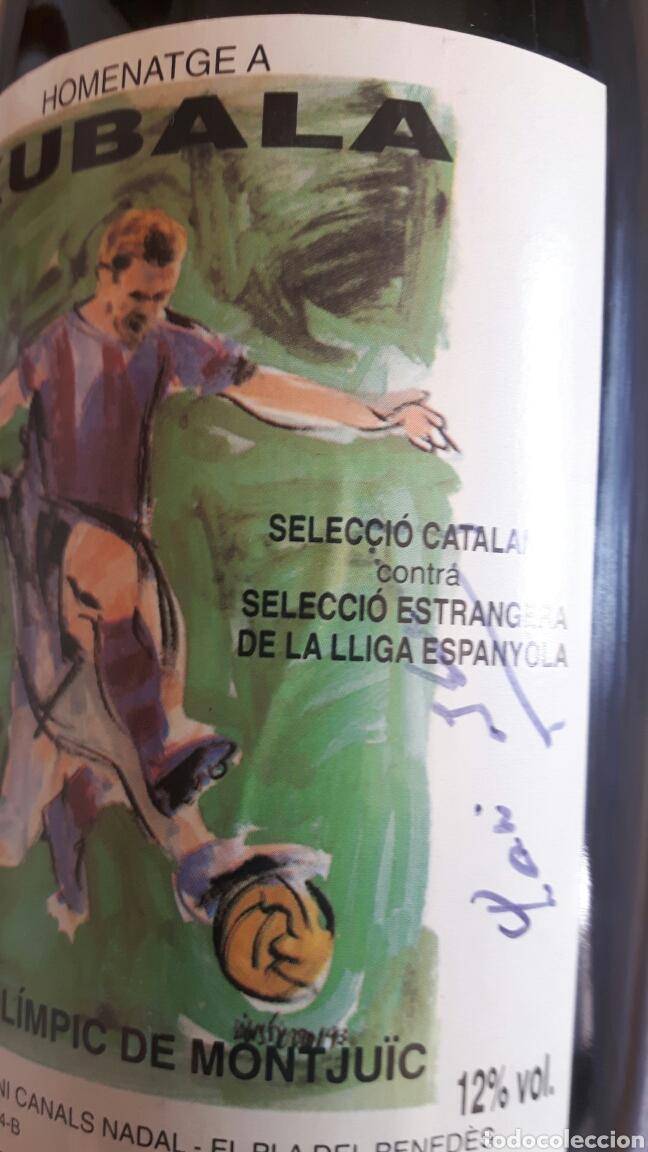 BOTELLA DE CAVA FIRMADA PARTIDO HOMENAJE A KUBALA (Coleccionismo - Botellas y Bebidas - Cava)