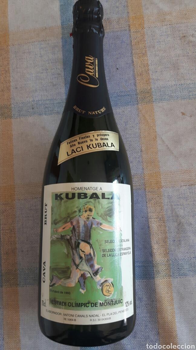 BOTELLA DE CAVA PARTIDO HOMENAJE A KUBALA (Coleccionismo - Botellas y Bebidas - Cava)