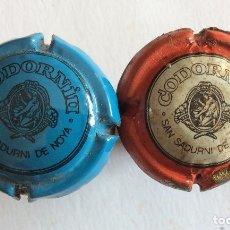 Coleccionismo de cava: GRUPO DE 2 ANTIGUAS PLACA CHAPA DE CAVA. CODORNIU. AZUL Y NEGRO. ROJO Y BLANCO. TAPÓN ORIGINAL.. Lote 138969178