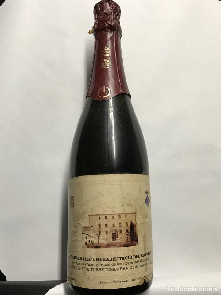 BOTELLA DE CAVA PERE RIUS. AJUNTAMENT DE TORREDEMBARRA (Coleccionismo - Botellas y Bebidas - Cava)