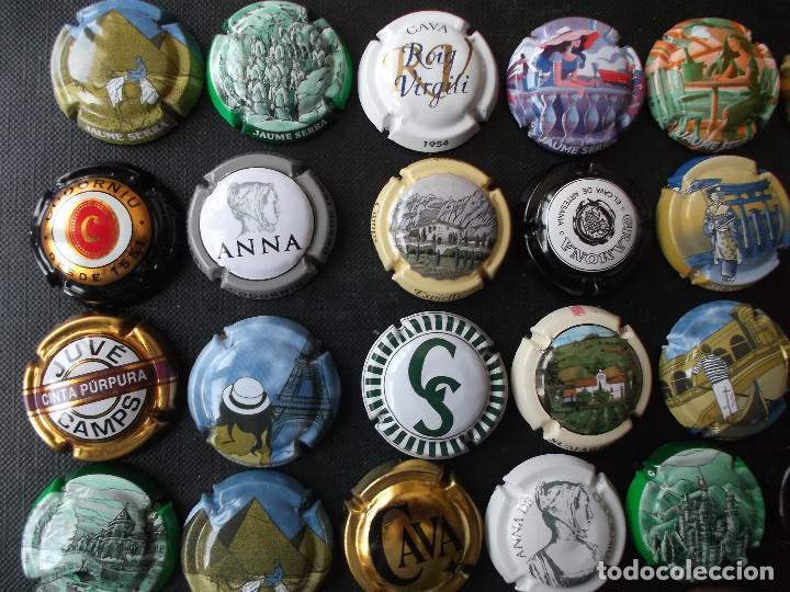 Coleccionismo de cava: conjunto de 49 chapas de cava diversas epocas y variedad de marcas ver fotos lote 3 - Foto 2 - 167112552