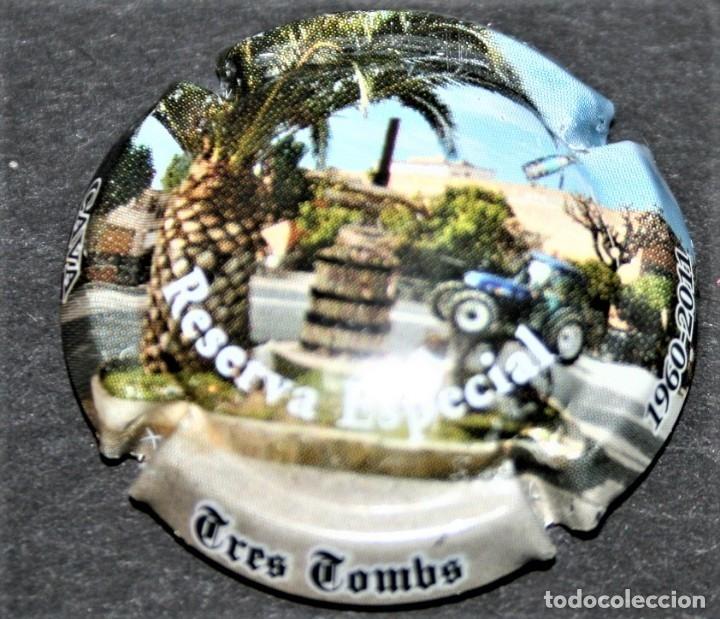 PLACA DE CAVA - TRES TOMBS - RESERVA ESPECIAL - 1960-2011 (Coleccionismo - Botellas y Bebidas - Cava)