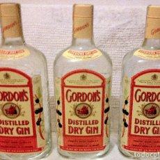 Coleccionismo de cava: TRES BOTELLAS DE GINEBRA GORDON'S SIN ABRIR CON SELLO-PRECINTO HACIENDA. AÑOS 70'. Lote 180151346