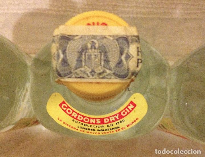 Coleccionismo de cava: Tres botellas de ginebra Gordon's sin abrir con sello-precinto Hacienda. Años 70' - Foto 2 - 180151346