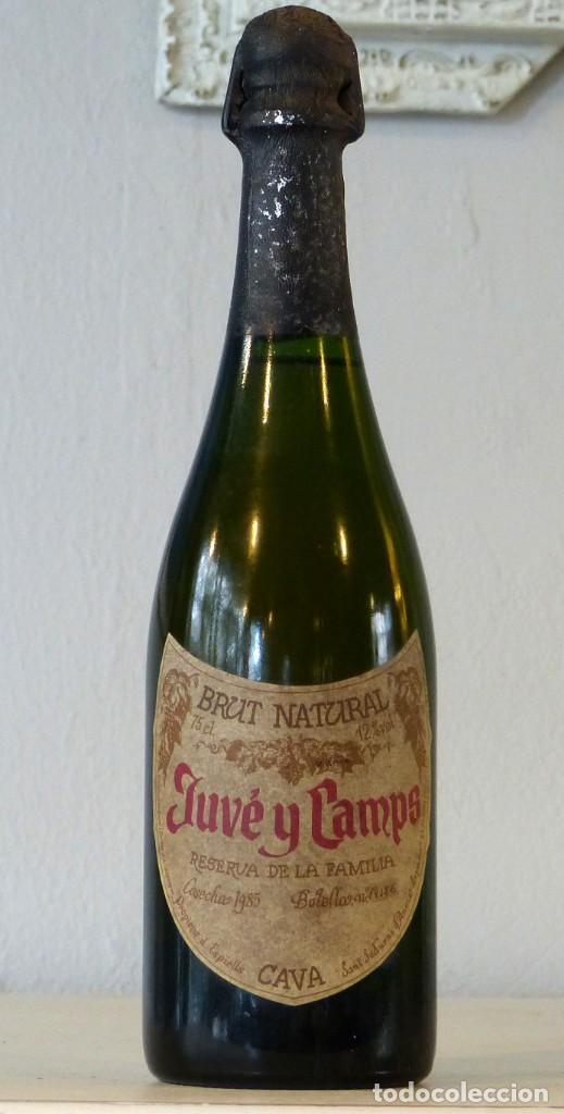 PAREJA DE BOTELLAS DE JUVE Y CAMPS RESERVA DE LA FAMILIA 1985 (Coleccionismo - Botellas y Bebidas - Cava)