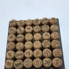 Coleccionismo de cava: LOTE DE 36 TAPONES DE CORCHO DE CAVA. Lote 219302116
