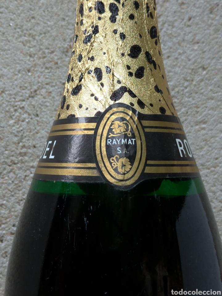 Coleccionismo de cava: Cava Rondel Extra Botella Antigua con Placa Verde - Foto 4 - 219728482