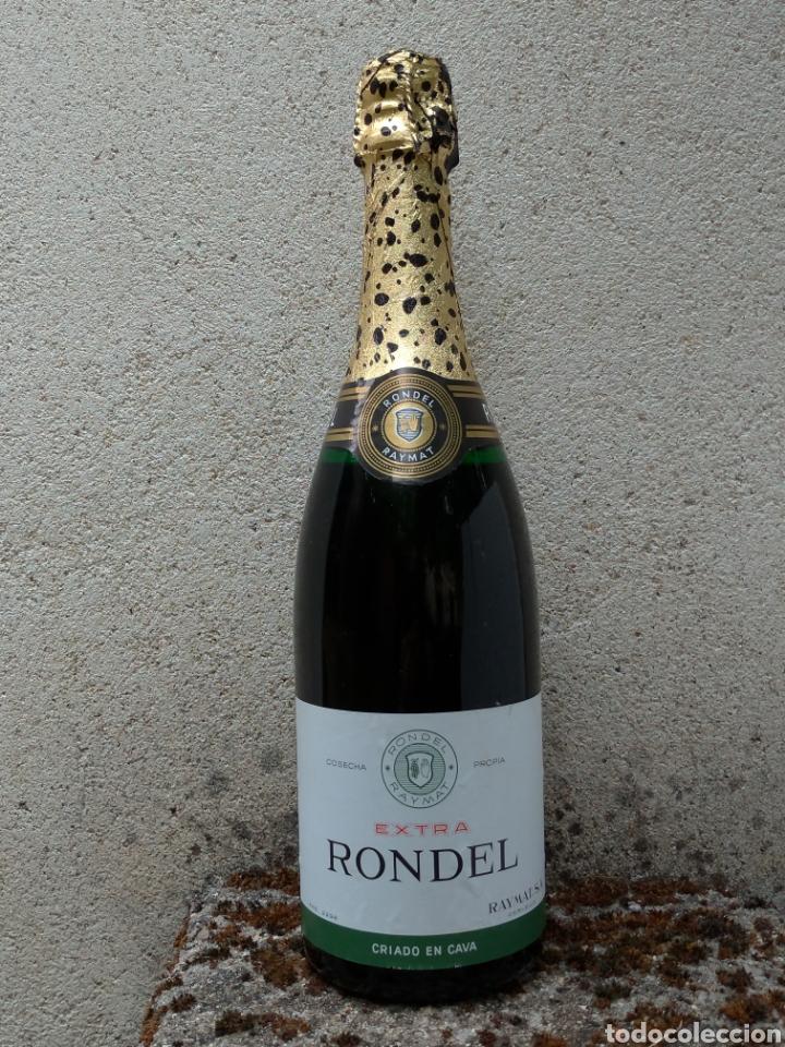 CAVA RONDEL EXTRA BOTELLA ANTIGUA CON PLACA VERDE (Coleccionismo - Botellas y Bebidas - Cava)