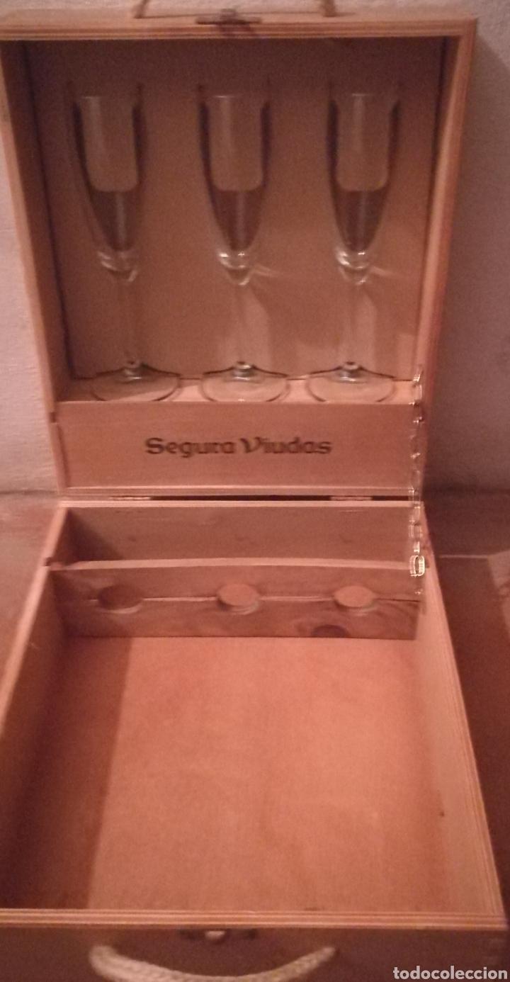 CAJA DE MADERA DE CAVA , SEGURA VIUDA CON TRES COPAS (Coleccionismo - Botellas y Bebidas - Cava)
