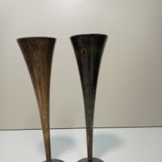 Coleccionismo de cava: DOS BONITAS COPAS DE ALPACA DE BRINDIS Y CELEBRACIÓN DEL AÑO 2000. Lote 236847980