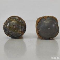 Coleccionismo de cava: ANTIGUAS PLACAS DE CAVA - CHAPA DE CAVA CON TAPONES DE CORCHO. Lote 266708228