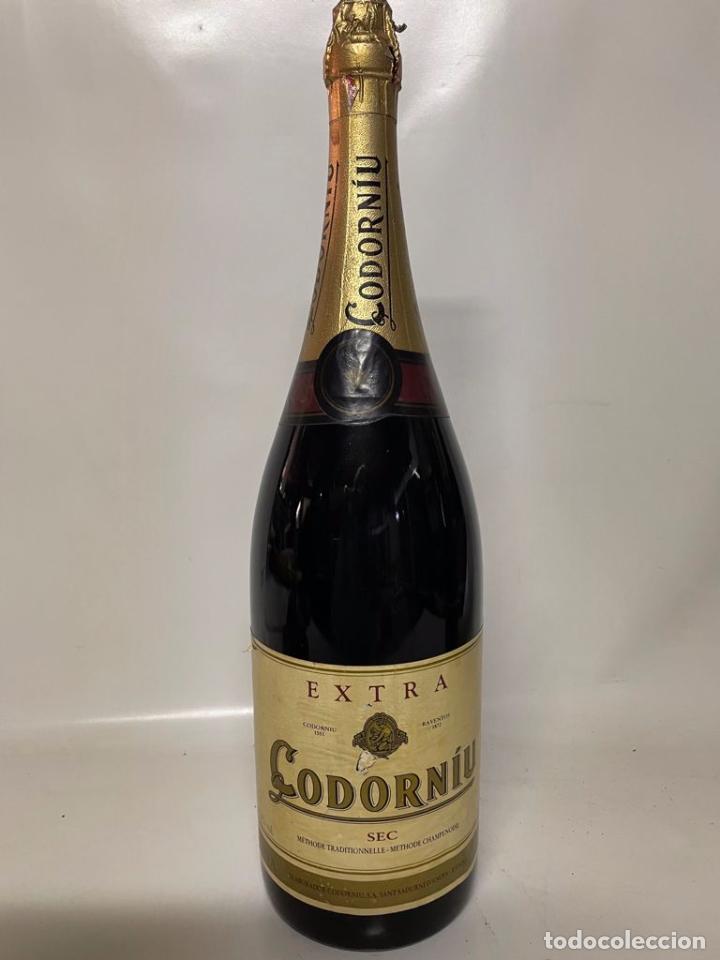 DIFICIL - ANTIGUA BOTELLA DE CAVA - CODORNIU EXTRA SEC ( 6 LITROS) LLENA (Coleccionismo - Botellas y Bebidas - Cava)