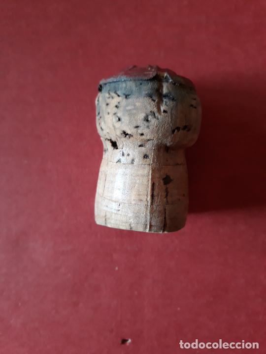 Coleccionismo de cava: CHAPA TAPON DE CAVA ENTALLADA TROQUELADA CODORNIU CON CLAVO LETRA C . - Foto 2 - 289711188