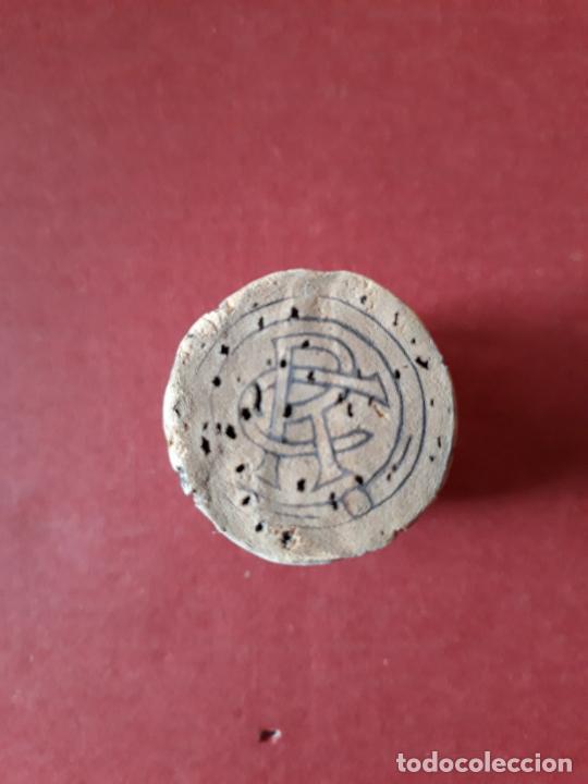 Coleccionismo de cava: CHAPA TAPON DE CAVA ENTALLADA TROQUELADA CODORNIU CON CLAVO LETRA C . - Foto 3 - 289711188