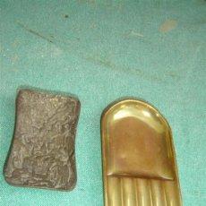 Ceniceros: 2 CENIZEROS DE BRONCE Y METAL. Lote 15449274