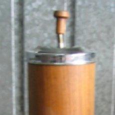 Ceniceros: CENICERO DE PIE DE METAL PLATEADO Y MADERA .. AÑOS 70 +/-. Lote 21535579