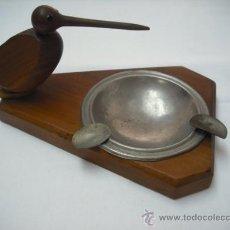 Ceniceros: CURIOSO CENICERO DE MADERA CON PAJARO PICUDO (EL COLILLERO ES DE ACERO). Lote 27338375