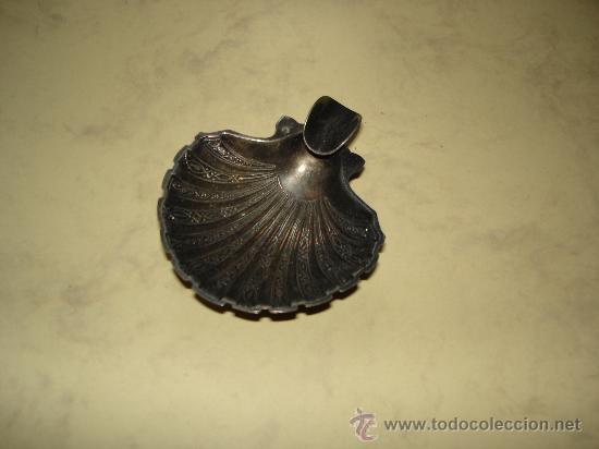 BONITO CENICERO DE ALPACA CON FORMA DE CONCHA (Coleccionismo - Objetos para Fumar - Ceniceros)
