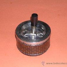 Ceniceros: CENICERO CON TAPA DE METAL VINTAGE (FUNCIONA ). Lote 35719998