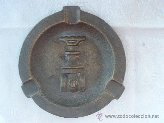 CENICERO DE BRONCE CON UNA ENORME LLAVE DE PASO. (Coleccionismo - Objetos para Fumar - Ceniceros)
