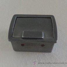 Ceniceros: CENICERO METALICO DE COCHE SEAT 600 ? . Lote 48209637