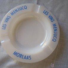 Ceniceros: CENICERO OPALINA PUBLICIDAD LES VINS MENJUCQ MORLAAS 15CM DE DIAMETRO. Lote 48961435