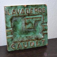 Ceniceros: CENICERO DE BARRO ESMALTADO - PUBLICIDAD LAVADEROS CAUDET - VILAREAL - BARCELONA. Lote 50754670