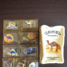Ceniceros: LOTE CAMEL COMPUESTO POR CENICERO Y NUEVE PINS. Lote 55690735