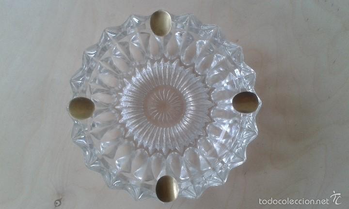 Ceniceros: -- ITALIA -- Precioso cenicero de cristal con reposacigarrillos de metal dorado - Foto 2 - 57088572
