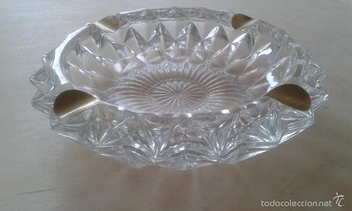 Ceniceros: -- ITALIA -- Precioso cenicero de cristal con reposacigarrillos de metal dorado - Foto 3 - 57088572