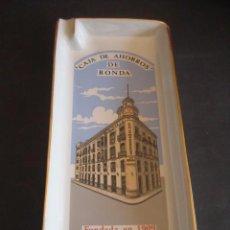 Ceniceros: BANDEJA CENICERO PORCELANA. CAJA DE AHORROS DE RONDA, FUNDADA EN 1909. Lote 61684888