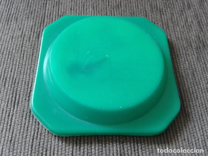 Ceniceros: Cenicero cristal y plástico verde en trasera -- ALICANTE -- Souvenir -- - Foto 2 - 73983715