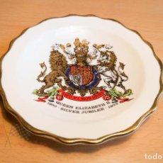 Ceniceros: CENICERO DE PORCELANA - QUEEN ELIZABETH II SILVER JUBILEE 1952-1977 - ROYAL STAFFORD. Lote 113535851