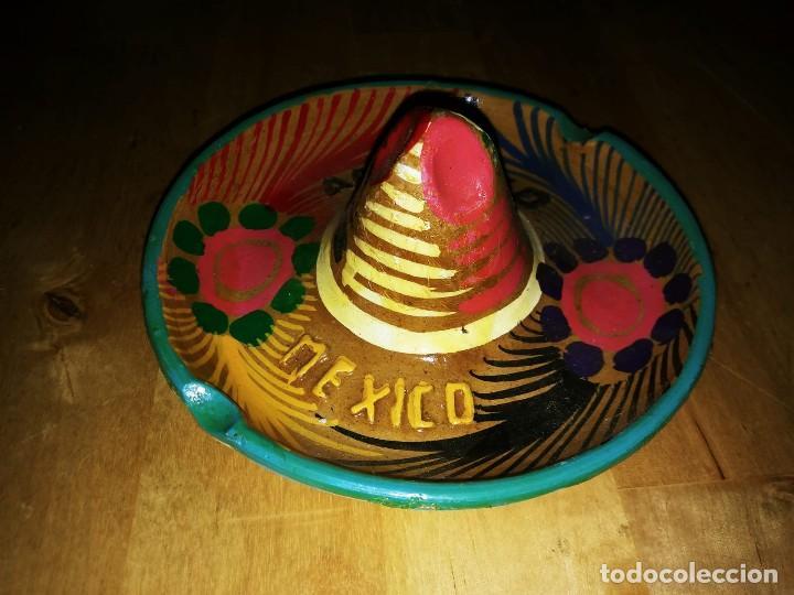 Cenicero de barro pintado a mano con esmalte forma de sombrero mejicano Acapulco Mexico Mejico 90 - 119462111