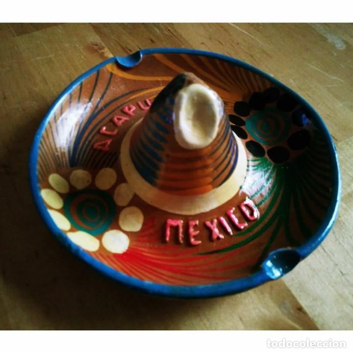 CENICERO DE BARRO PINTADO A MANO CON ESMALTE FORMA DE SOMBRERO MEJICANO ACAPULCO MEXICO MEJICO 90 (Coleccionismo - Objetos para Fumar - Ceniceros)