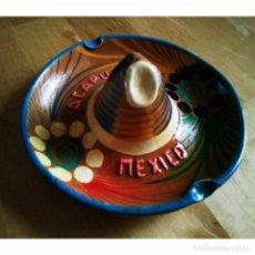 Ceniceros: CENICERO DE BARRO PINTADO A MANO CON ESMALTE FORMA DE SOMBRERO MEJICANO ACAPULCO MEXICO MEJICO 90. Lote 119462339