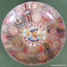 Ceniceros: CENICERO DE CRISTAL PRENSADO. CIGARROS PLAYER'S NAVY CUT Y VITOLAS. CIRCA 1950. . Lote 120398795