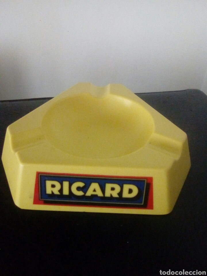CENICERO RICARD. DUROPLAST. MADE IN FRANCE. (Coleccionismo - Objetos para Fumar - Ceniceros)