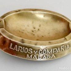 Ceniceros: ANTIGUO CENICERO METÁLICO, LARIOS Y COMPAÑÍA MÁLAGA. Lote 141996474