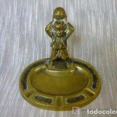 Ceniceros: FUTBOL, FUTBOLISTA, CENICERO. Lote 144404918
