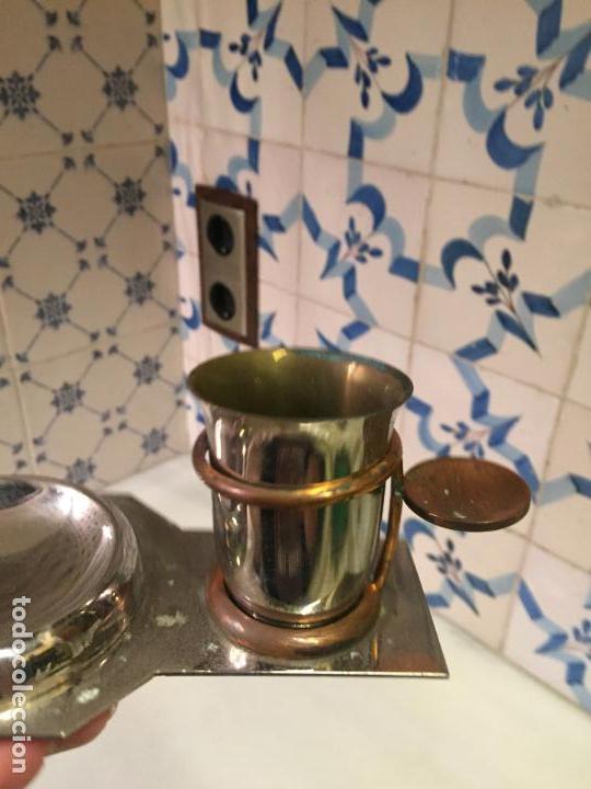 Ceniceros: Antiguo cenicero con vaso para poner cigarrillos de metal niquelado años 50-60 - Foto 3 - 147741334
