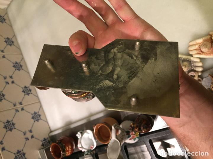 Ceniceros: Antiguo cenicero con vaso para poner cigarrillos de metal niquelado años 50-60 - Foto 6 - 147741334